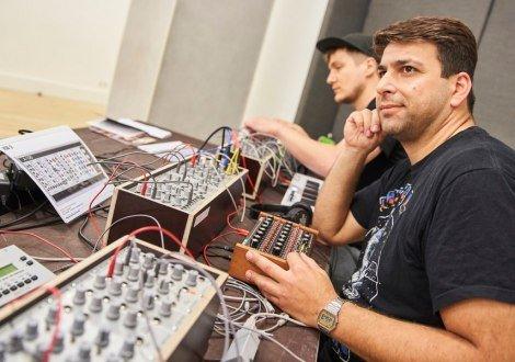 Instrumentenwelt: Kreativ Modular Synthesizer, © Claudia Höhne