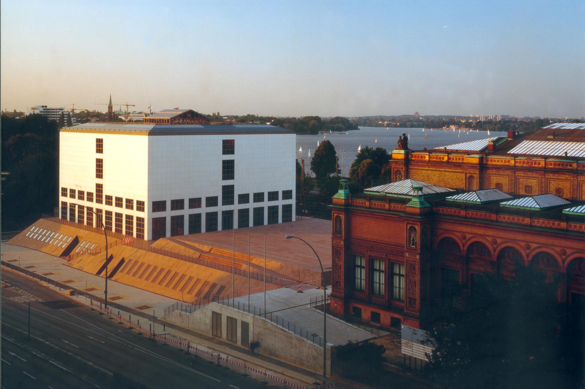 Bild: Blick auf Galerie der Gegenwart und Gründungsbau