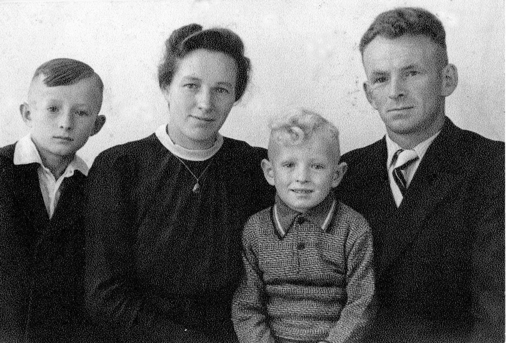 Schlesische_Flüchtlingsfamilie_Scharf_1948
