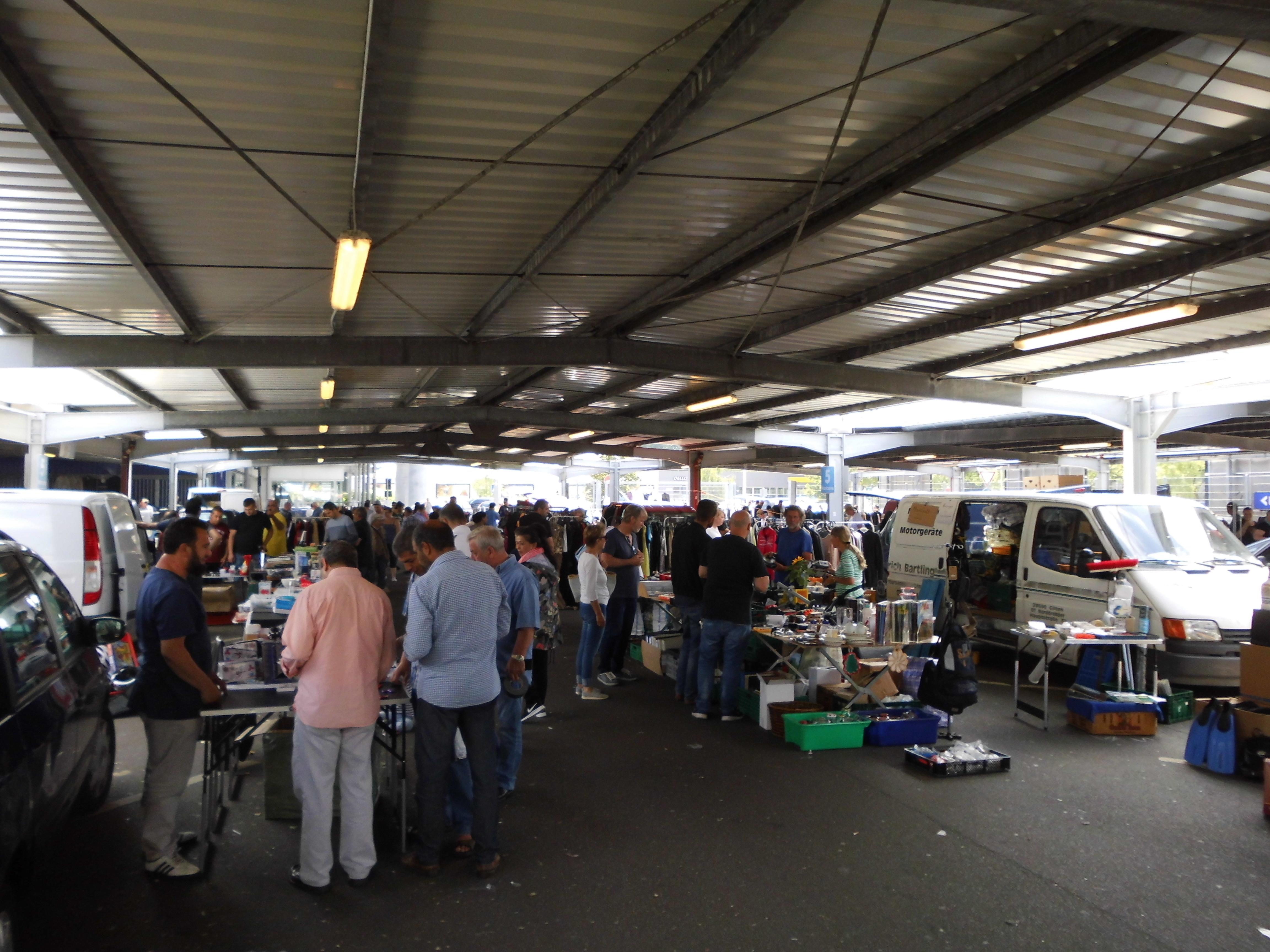 Flohmarkt bei der METRO in HH-Harburg