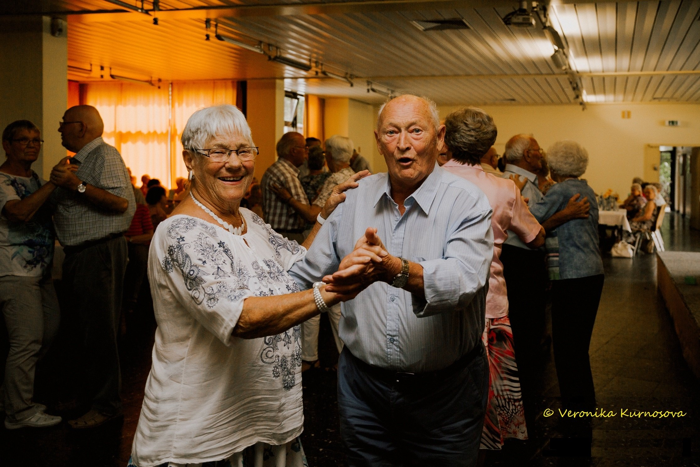 Der AWO Seniorentreff Bergedorf bittet zum Tanz mit den Flamingo Singers.