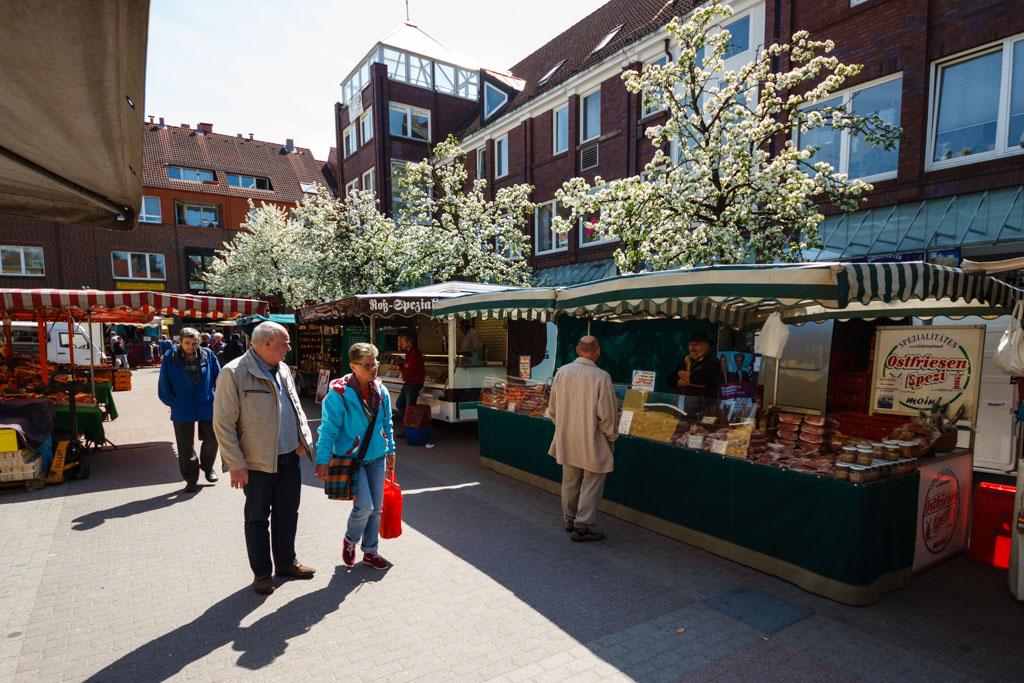 Wochenmarkt in der Alten Elbgaustraße
