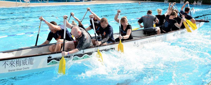 Freibad-Drachenbootrennen