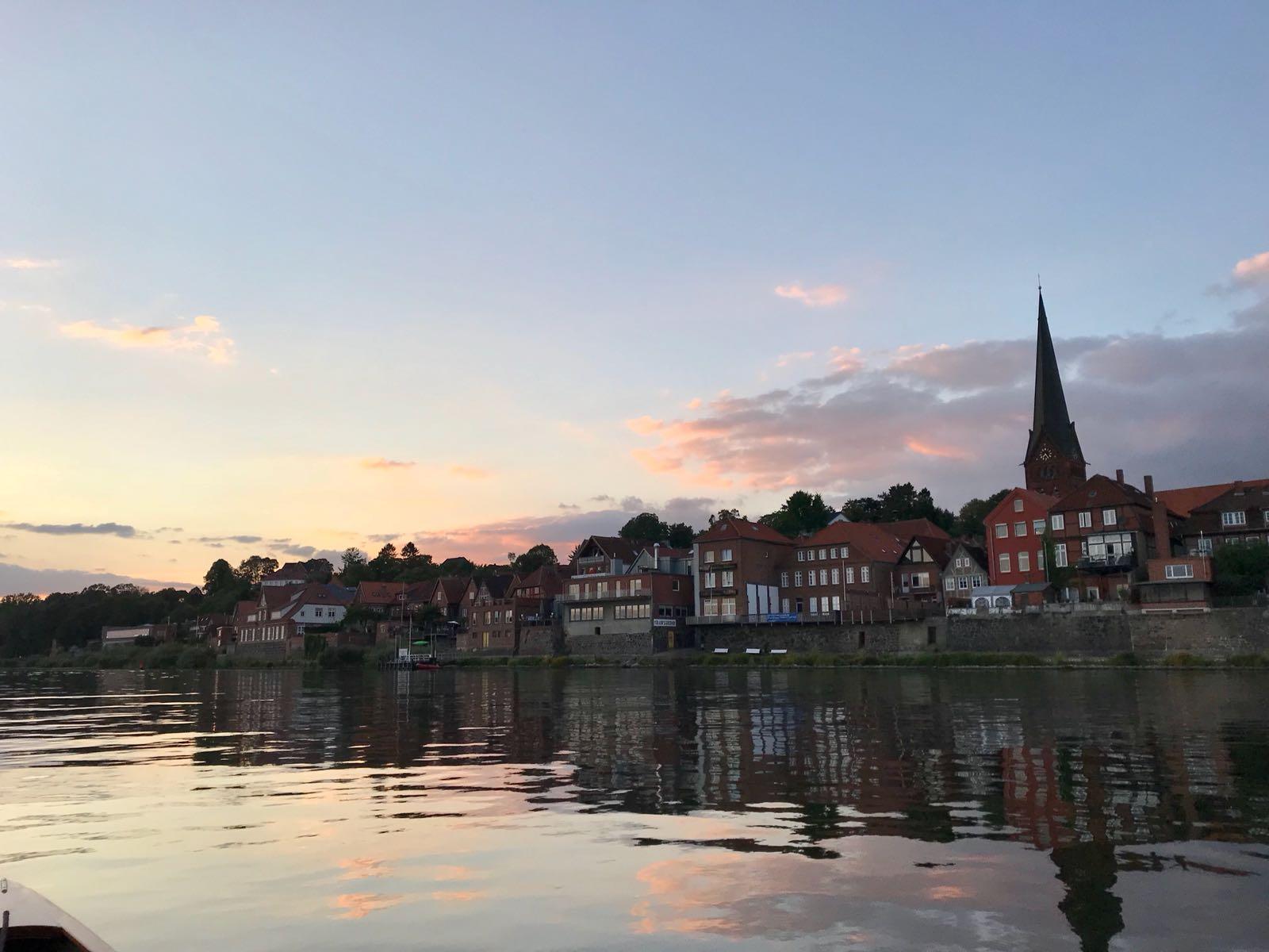 Lauenburgs malerische Altstadt zur Funkelstunde