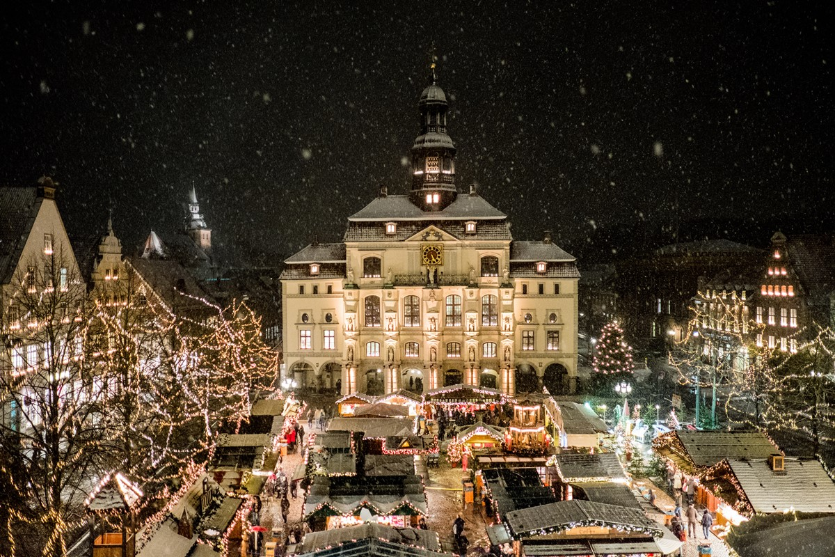 lueneburger-weihnachtsmarkt-am-rathaus-lueneburg-marketing_mathias-schneider_1
