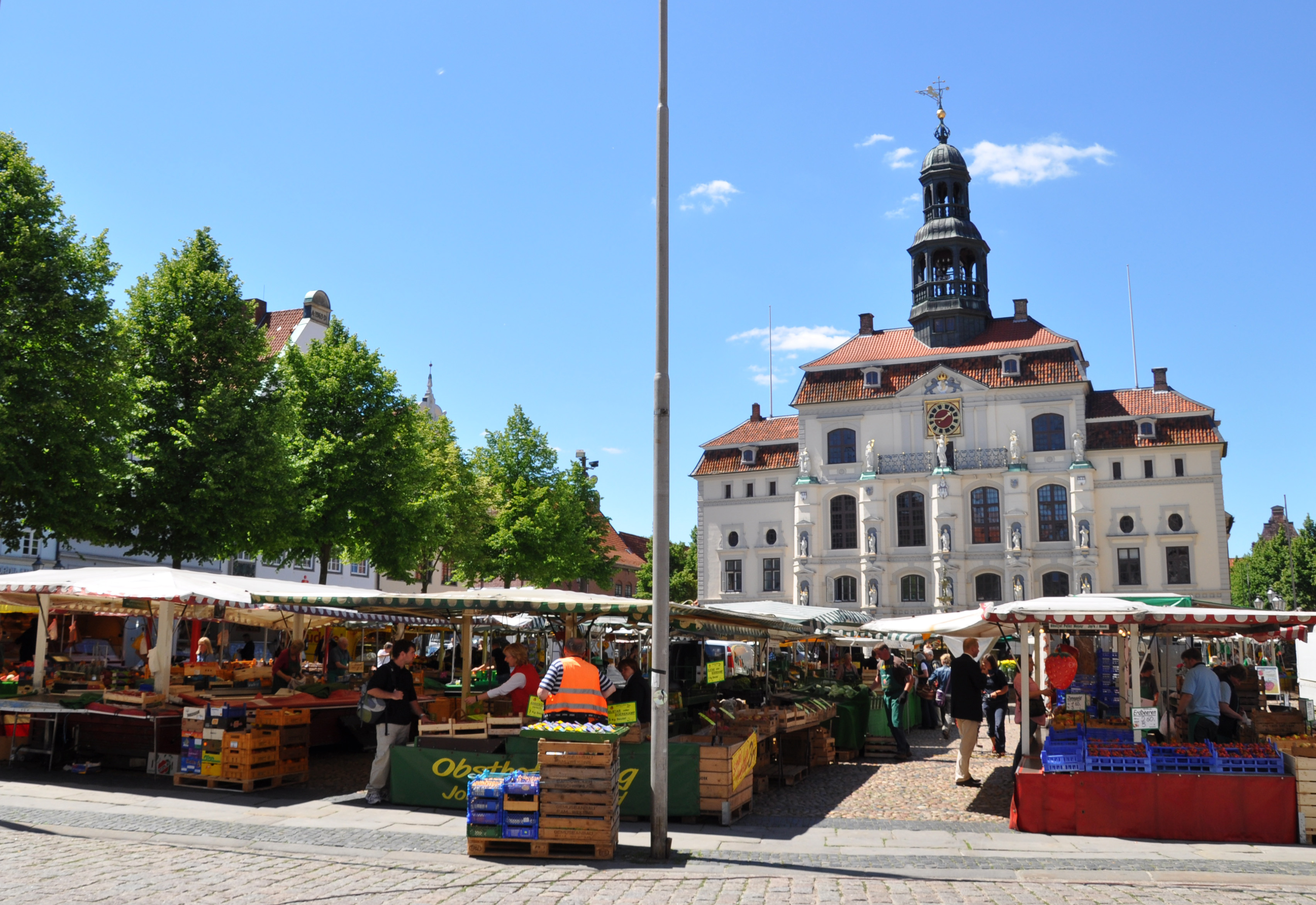 wochenmarkt-vor-dem-lueneburger-rathaus_lmg